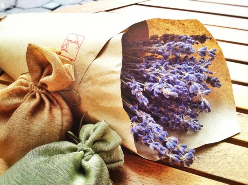 Bột baking soda và hoa oải hương