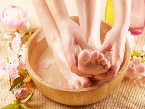 Hãy chăm sóc nâng niu đôi bàn chân bạn