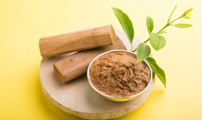 Bột đàn hương và nước hoa hồng sẽ giúp cho vùng thâm của các nàng thêm hồng hào, chống lại vi khuẩn gây hại. Đây là phương pháp phổ biến của phụ nữ Thái.