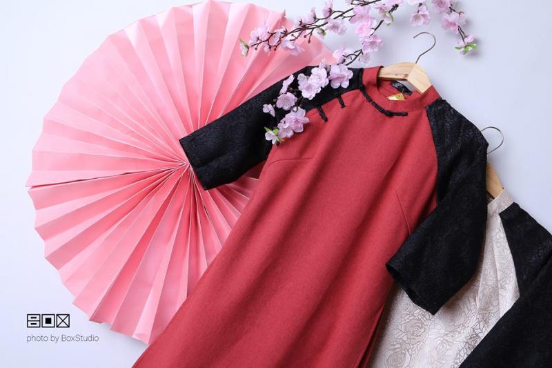 Những chiếc áo dài của BoxShop mang đến sự sang trọng, quý phái cho người mặc không chỉ bởi chất liệu, họa tiết mà đường may cũng vô cùng sắc xảo, tinh tế