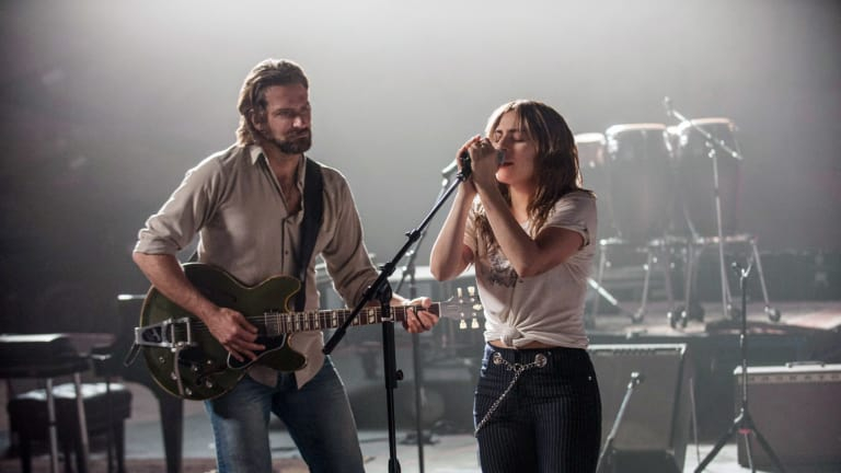 Bradley Cooper & Lady Gaga trong A Star Is Born