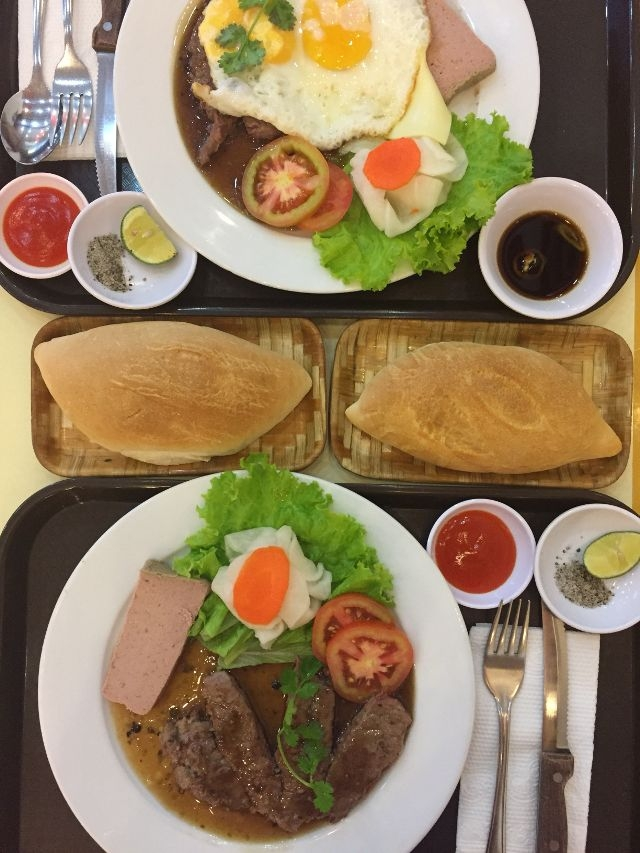 Bready Beefsteak is famous for its steak with soft, non-chewy beef and a good sauce