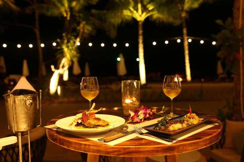 Tìm kiếm vài địa điểm ăn uống có không gian đẹp và cùng nhau thưởng thức