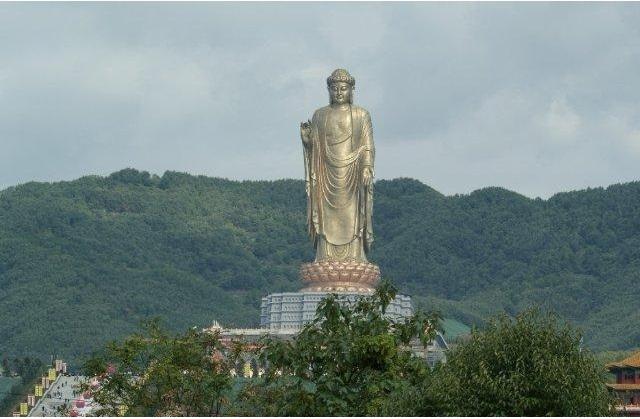 Tượng Phật Mùa Xuân