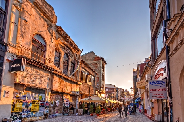 Những con đường xinh xắn tại những con phố cổ của Bucharest là một trong những địa điểm hấp dẫn bất kỳ ai.