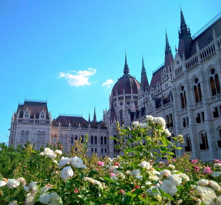 Budapest tràn ngập ánh nắng và sắc xuân
