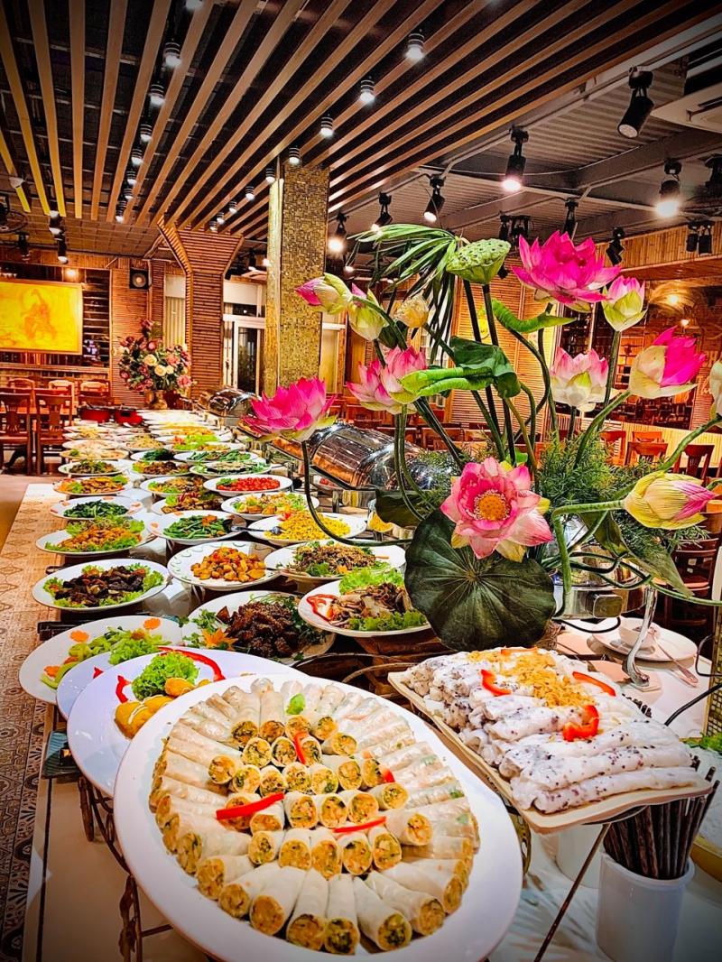 Buffet hấp dẫn tại nhà hàng
