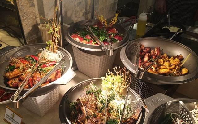 Những món ăn hấp dẫn ở Buffet Sen Việt