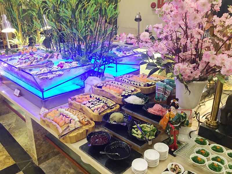 Các món ăn buffet được trình bày rất tinh tế.