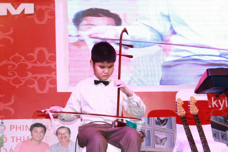 Bùi Ngọc Thịnh - Kỷ lục gia châu Á 12 tuổi chơi 7 nhạc cụ