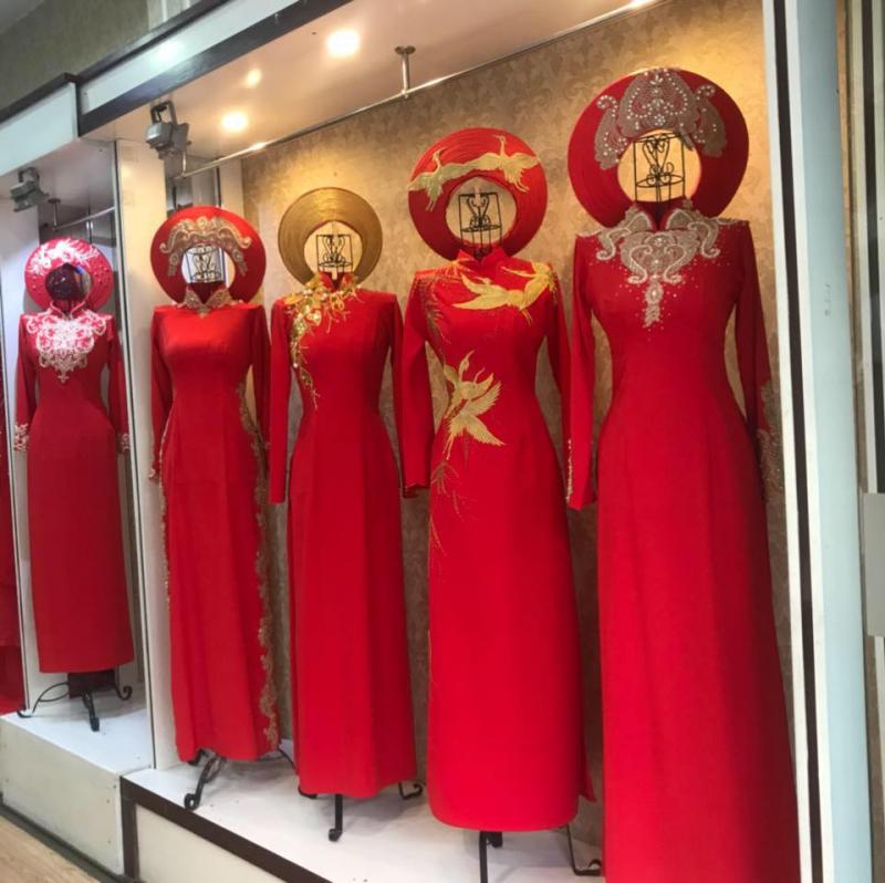 Với cách phối màu và họa tiết tinh tế, bộ sưu tập áo dài cưới của Khánh Beauty sẽ giúp cô dâu chú rể càng thêm trang trọng và duyên dáng