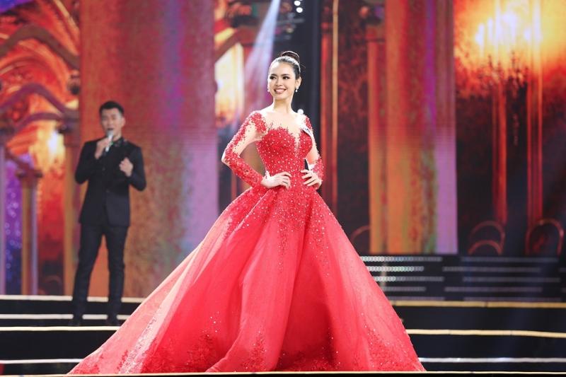 Thanh Hằng tỏa sáng tại đêm chung kết Hoa hậu Hoàn Vũ Việt Nam 2017