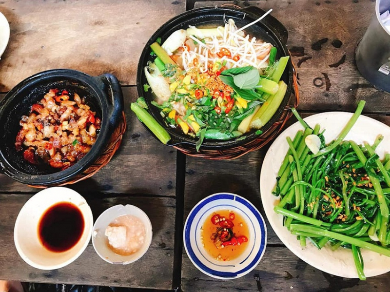 At that time, you can choose dishes like sour sour soup, braised fish, ...