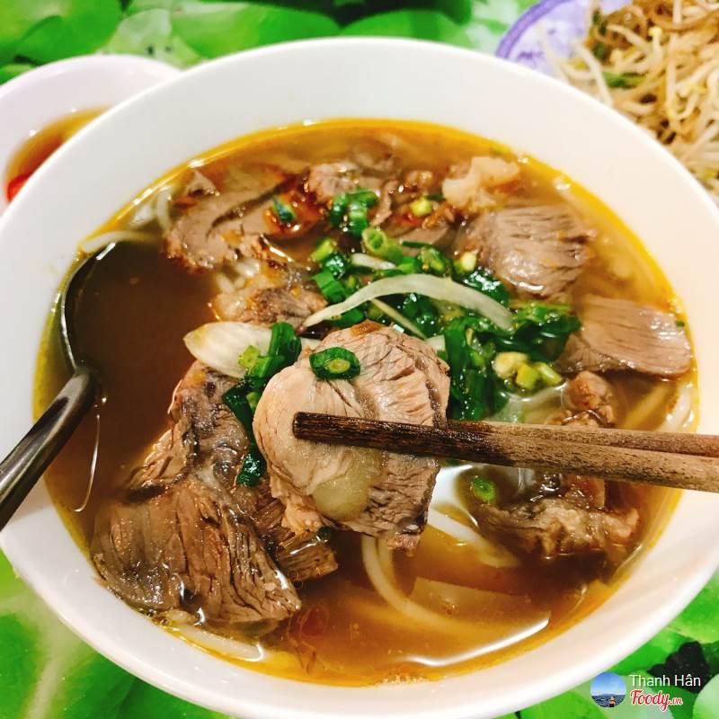 Hue Vi Da beef noodle soup