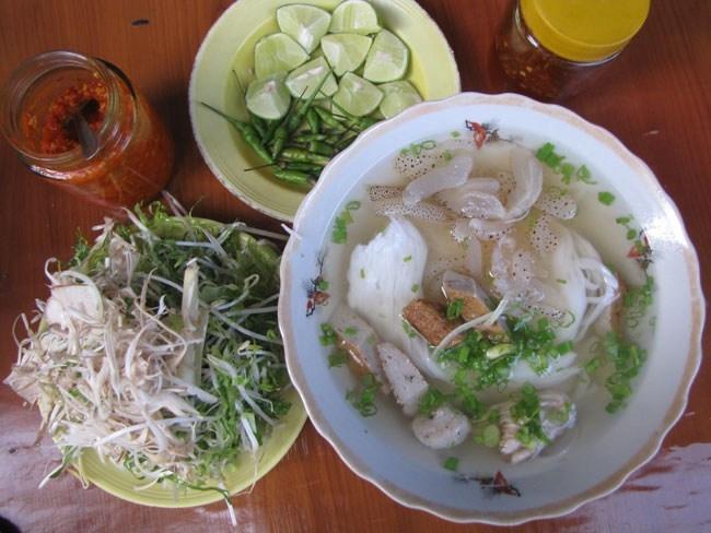 Món bún cá lá sứa từ 20-30k/ tô