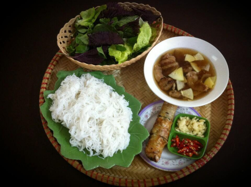Meal full of bun cha with chestnut prices