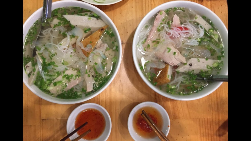 Bạn có thể gọi tô bún chả cá sứa để gợi nhớ về Nha Trang.