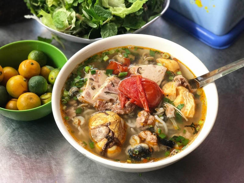 Hang Khoai snail rice noodles (Hoan Kiem)