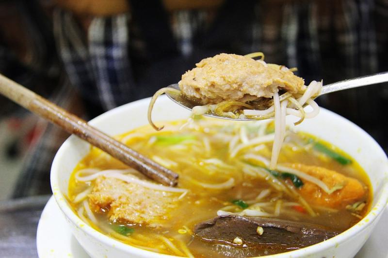 Món bún riêu cua gắn liền với tuổi thơ với nhiều người Sài Gòn