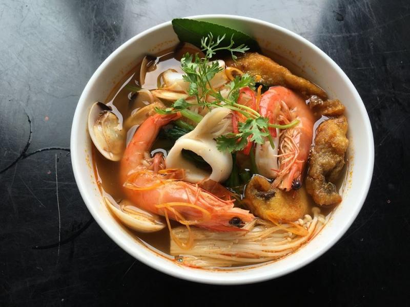Bún thái hải sản Hot Taste