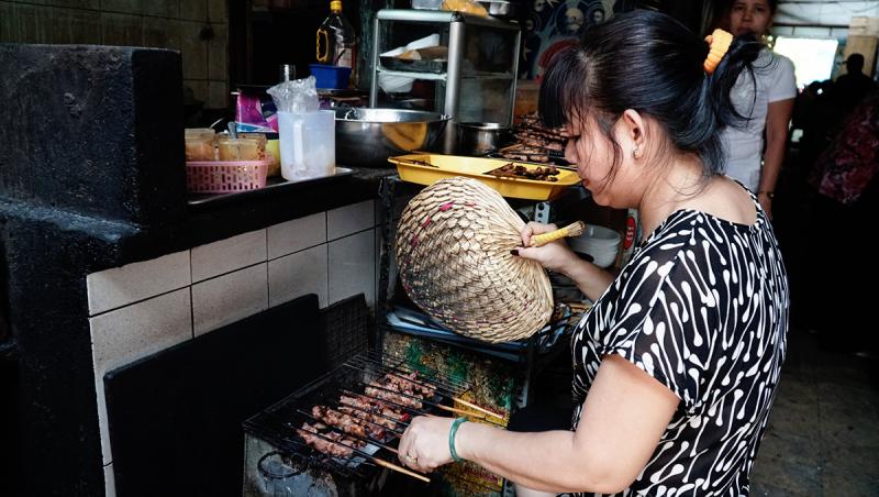 Bún thịt nướng chả giò Bà Thêm