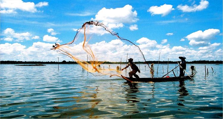 Búng Bình Thiên đem lại nhiều nguồn lợi cho cư dân địa phương