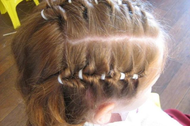 Buộc tóc quá chặt gây hại cho tóc