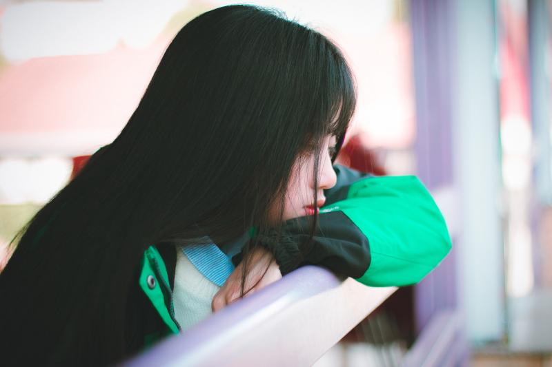 Con gái buồn khi bạn không để ý đến cô ấy
