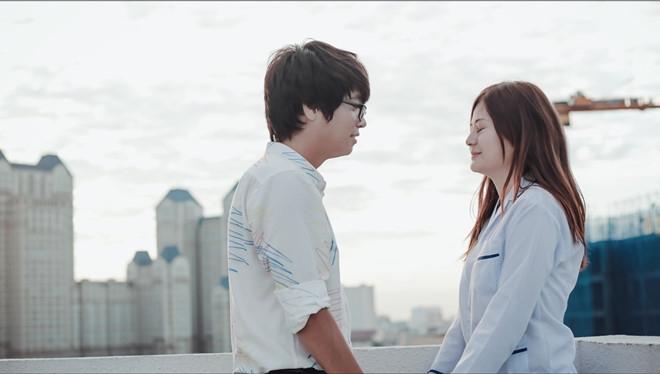 Một cảnh quay trong MV Buông