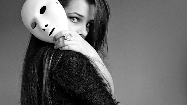 Hãy lột bỏ mặt nạ và sống với chính mình