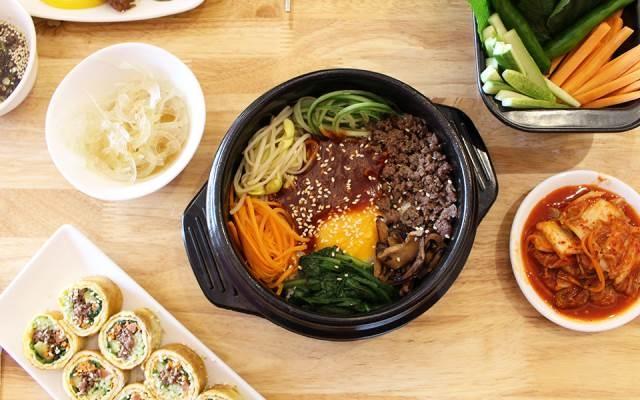 Cơm cuộn, kim chi cùng nhiều món ăn hấp dẫn khác của Hàn