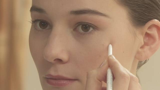 Bút trị mụn nhanh – Cleanance Soin Localisé – Avène với các thành phần hoạt chất kháng viêm và trị mụn khác nhau cùng phối hợp và bổ sung tác dụng giúp khô cồi mụn nhanh, làm sạch da và trị mụn triệt để.