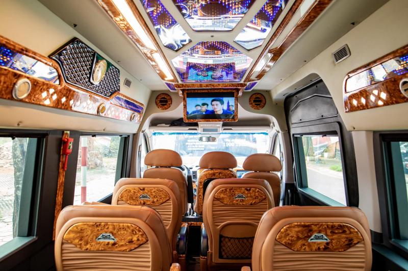 Nhà xe Hoàng Phú