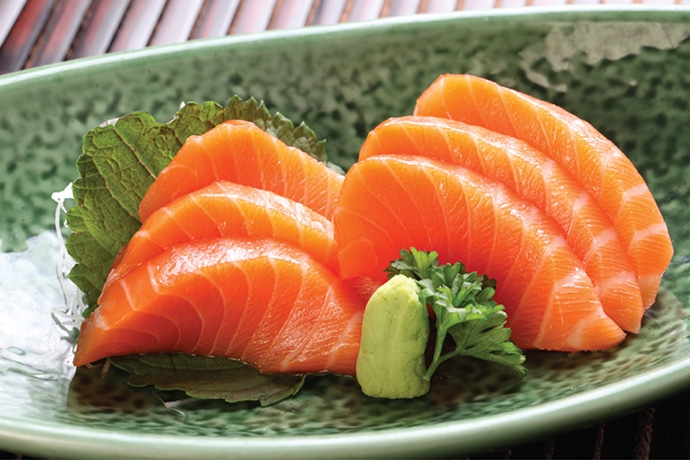 Cá hồi cực giàu omega 3 thiết yếu cho làn da khô luôn khỏe