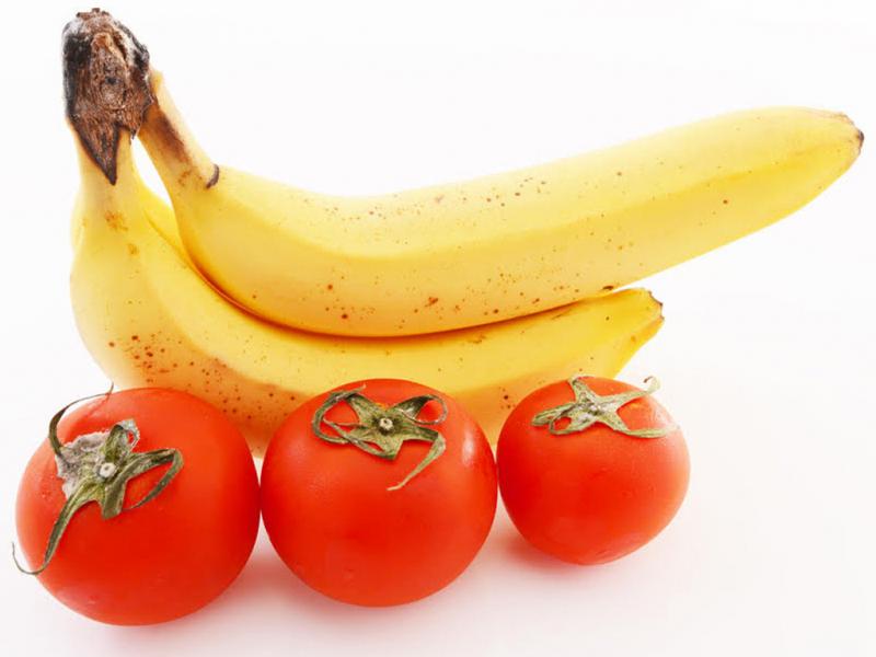 Cà chua và chuối chỉ nên ăn ăn lúc no thôi nhé