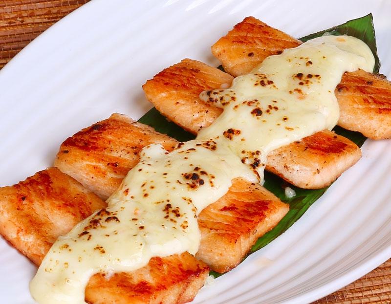 Cá hồi nướng thêm một ít phô mai sẽ làm bạn ngất ngây