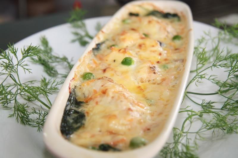 Cá hồi nướng phủ phô mai béo ngậy