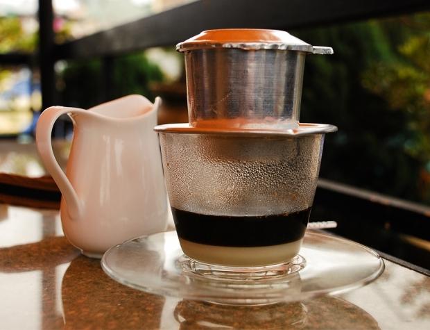 Uống cà phê khi bụng đói sẽ gây cồn cào ruột