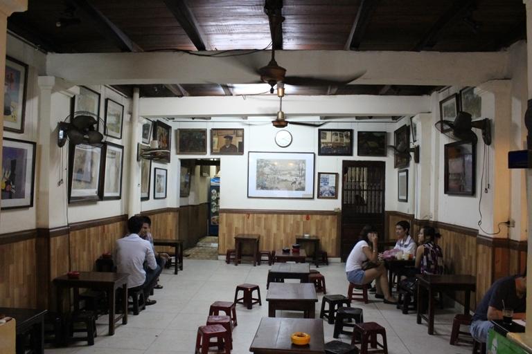 Cà phê Lâm, thời của những bức tranh vô giá