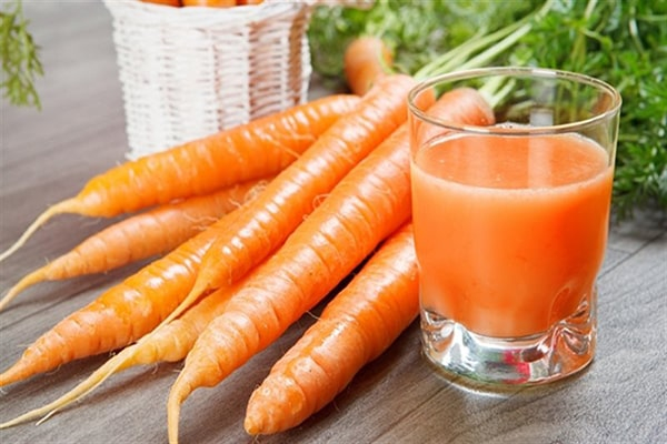 Cà rốt là loại thực phẩm giúp làm mắt sáng, nhìn rõ hơn.