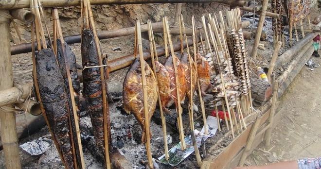 Cá suối nướng là một trong những đặc sản ngon nổi tiếng nhất ở Mộc Châu