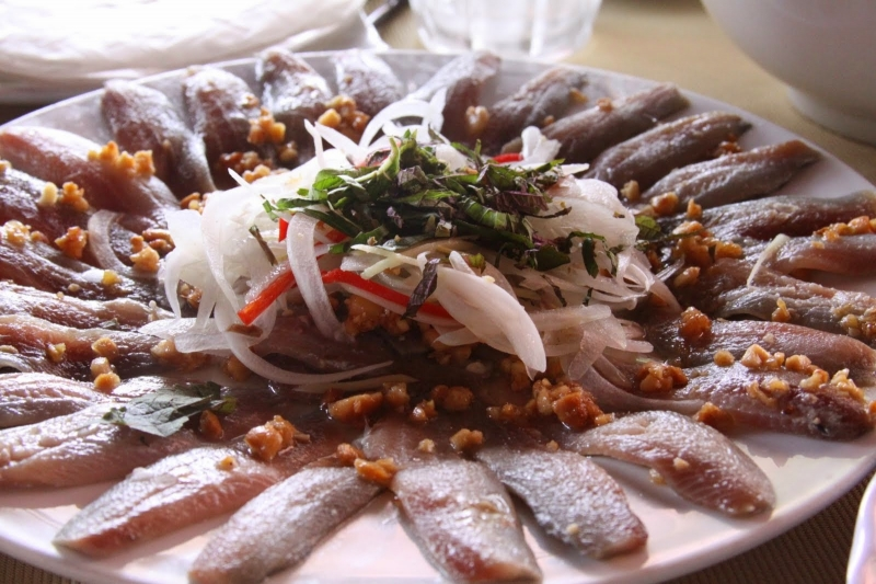 Gỏi cá trích là một món ăn nổi tiếng (Nguồn: Sưu tầm)