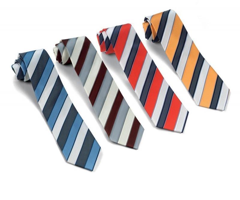 Tặng cà vạt cho thầy giáo