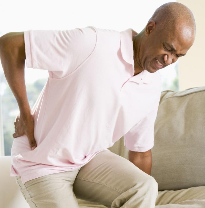 Nam giới độ tuổi trung niên rất hay bị mắc các bệnh về khớp