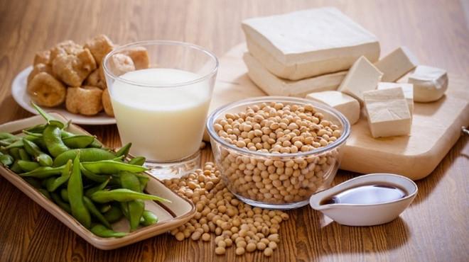 Các chế phẩm từ đậu nành thường được bổ sung cả vitamin D và canxi.