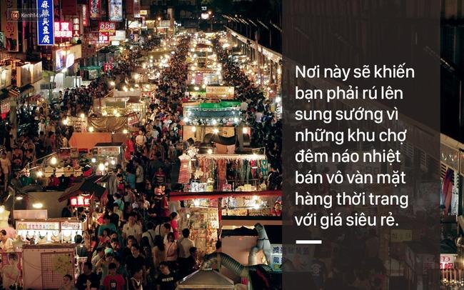 Các khu chợ đêm với các mặt hàng thời trang giá rẻ