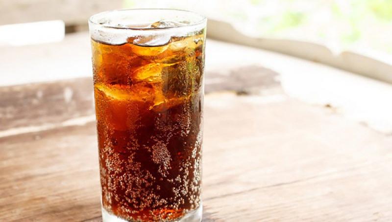Nước ngọt có ga chứa nhiều đường