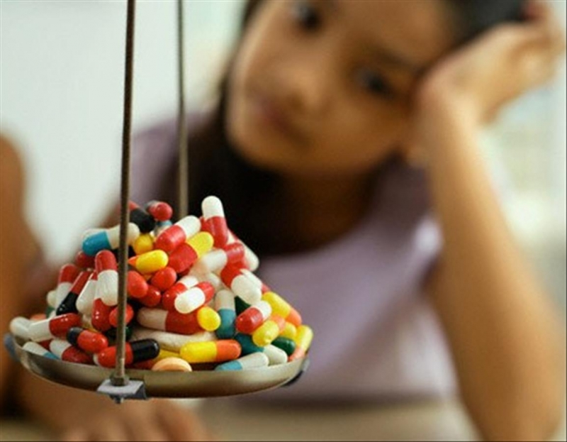 Cha mẹ tùy tiện cho trẻ sử dụng thuốc điều trị ho và cảm cúm có thể gây hại cho trẻ