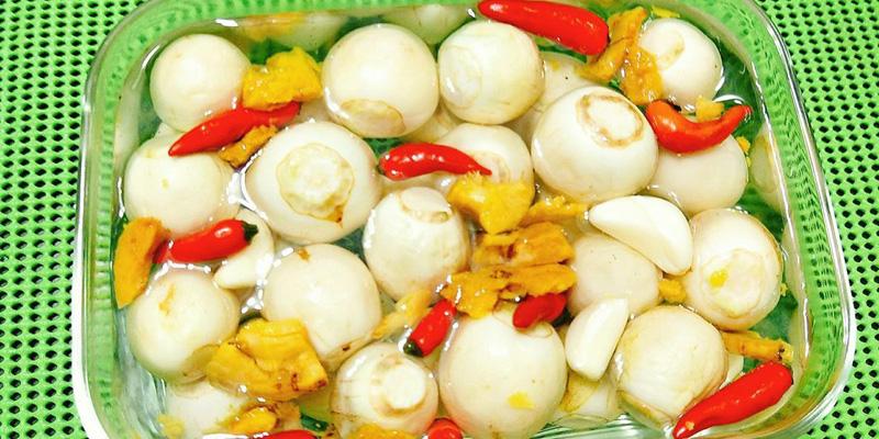 Chế độ ăn mặn, nhiều muối, đặc biệt là các món như dưa cà muối