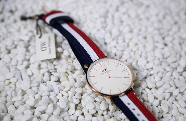 Đồng hồ có dây đeo bằng vải (ảnh minh họa)
